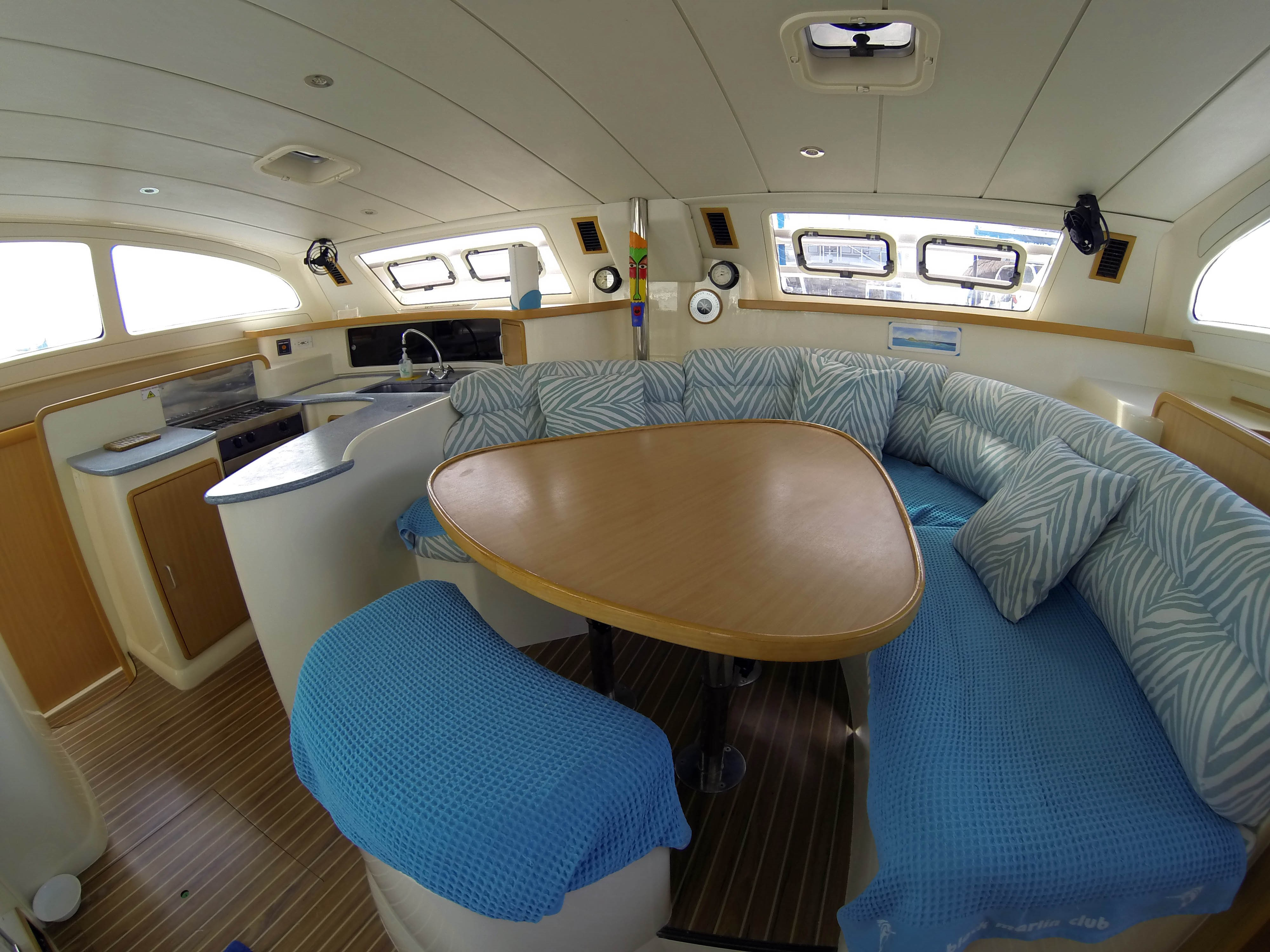 42 feet deluxe catamaran im 2