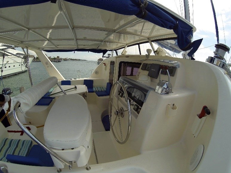 42 feet deluxe catamaran im 4