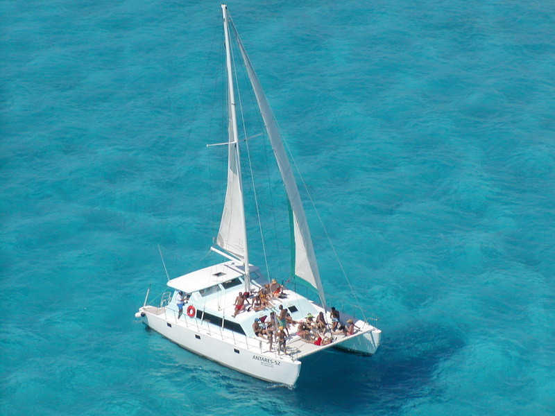 42 feet deluxe catamaran im 5